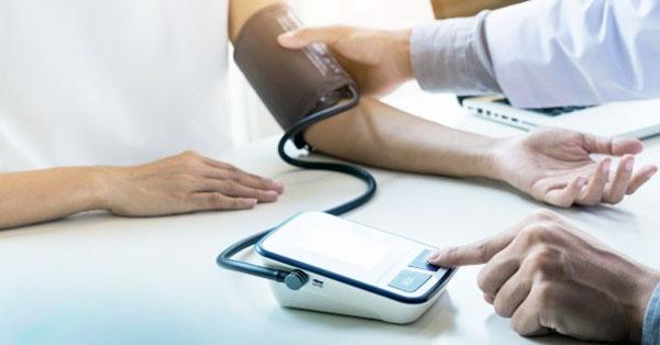 ejtőernyőzés és magas vérnyomás lehetséges-e hipertónia nitroglicerinnel
