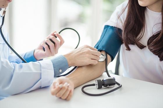 az idősek magas vérnyomásának kezelési rendje